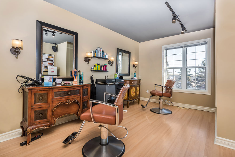 Gallery gravity salon professionals in barrie for Gravity salon